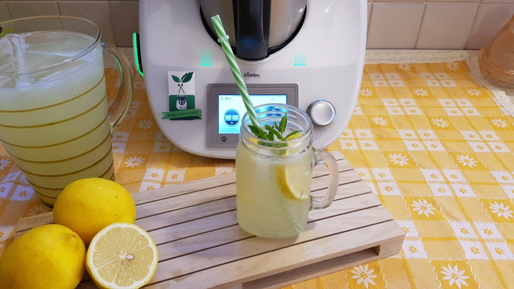 Bibita tipo lemon soda o schweppes al limone