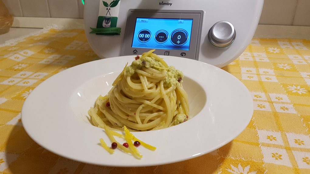 Spaghetti al limone e pepe rosa