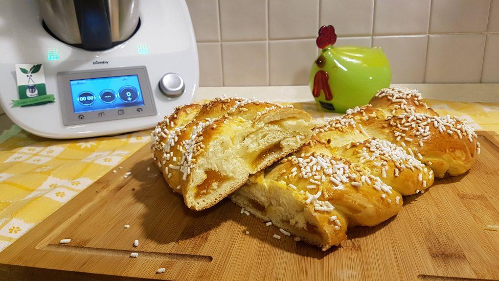 Treccia di pan brioche ripiena di marmellata