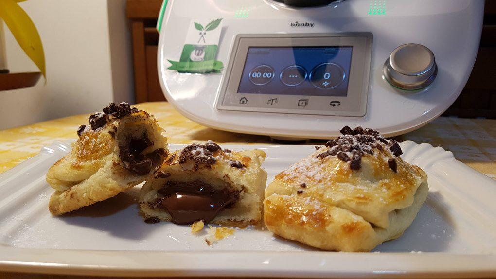Fagottini di pasta sfoglia al cioccolato