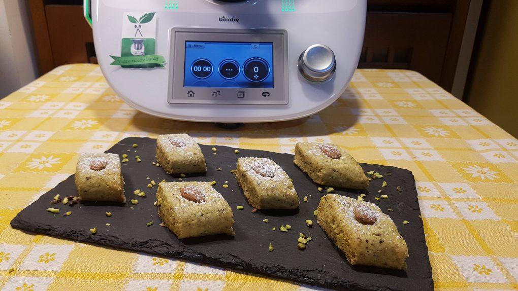 Biscotti pistacchi e mandorle o paste di pistacchi