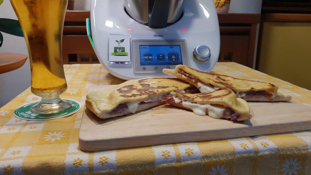 Pizza in padella ripiena