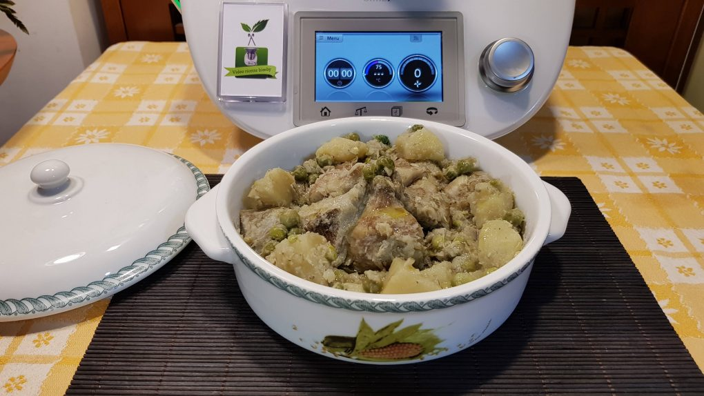 Carciofi patate e piselli in umido