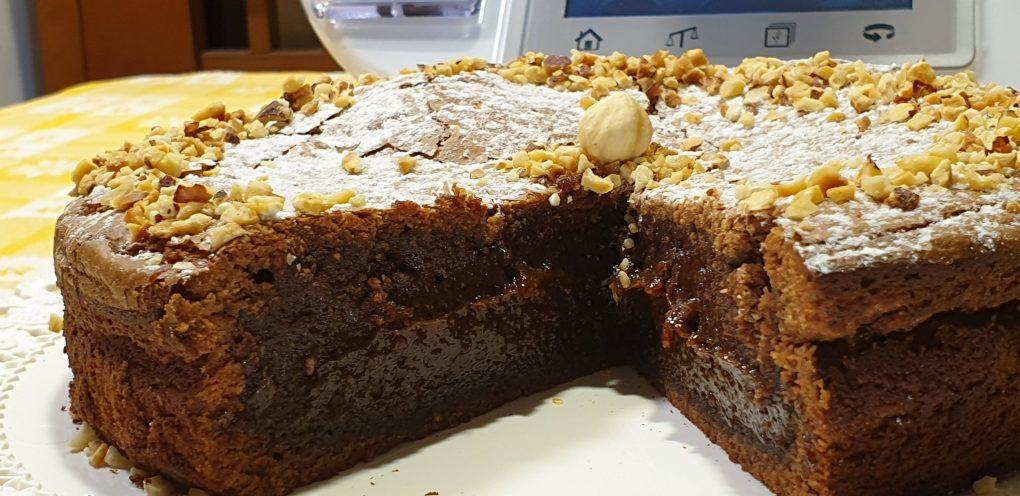 Torta morbida cioccolato fondente e nocciole
