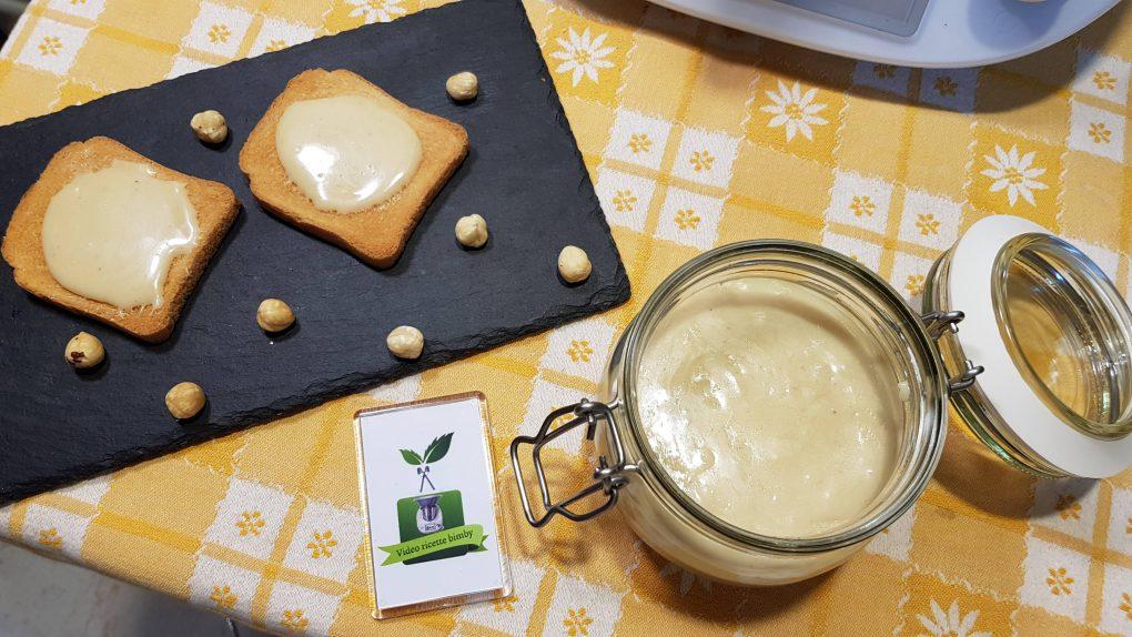 Crema di nocciole bianca o nutella bianca
