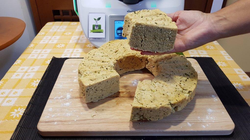 Ciambella di pane al basilico
