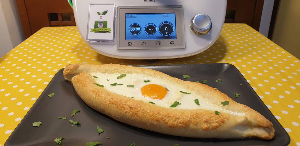 Pane georgiano con cuore di formaggio