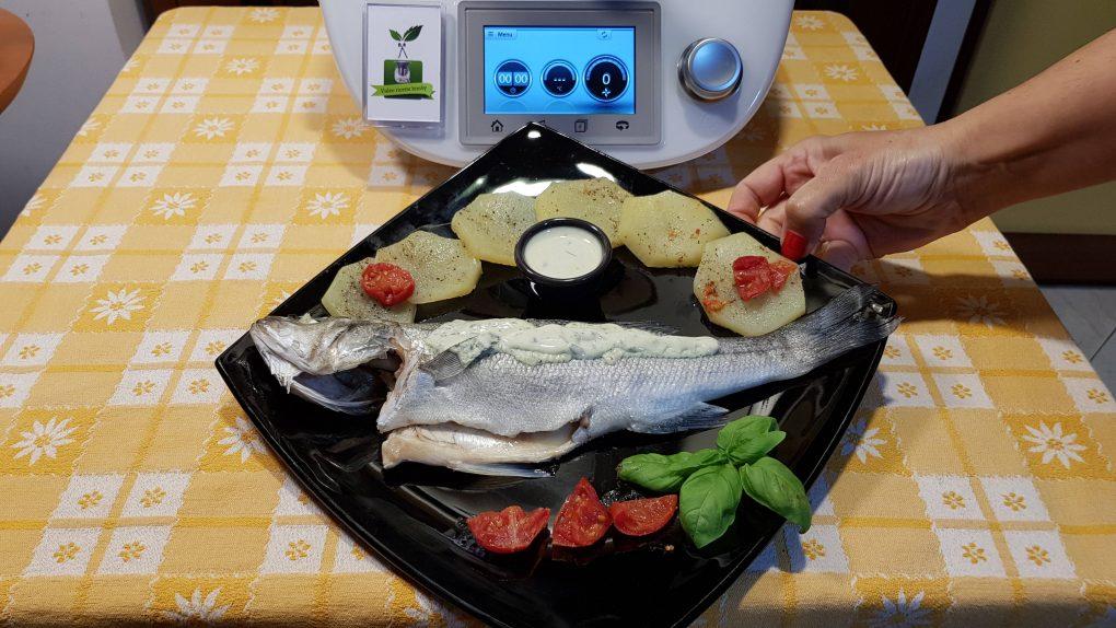 Spigole o branzini con patate in salsa di basilico