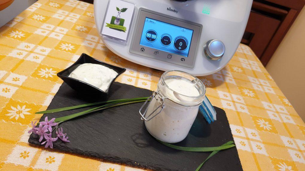 Salsa allo yogurt con erba cipollina