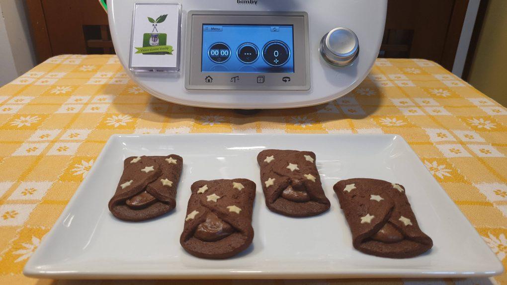 Biscotti al cacao con crema pan di stelle