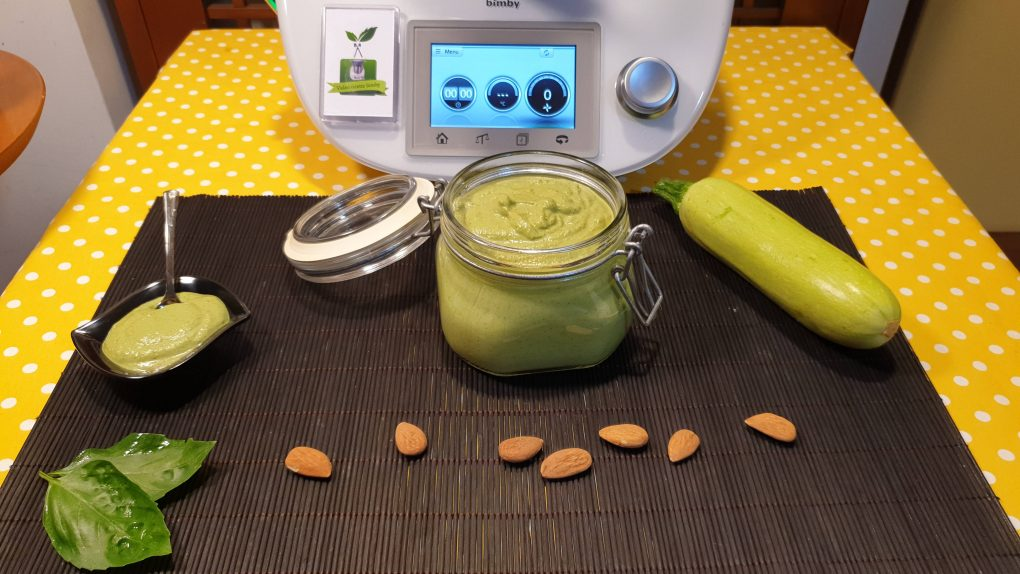 Pesto di zucchine mandorle e basilico