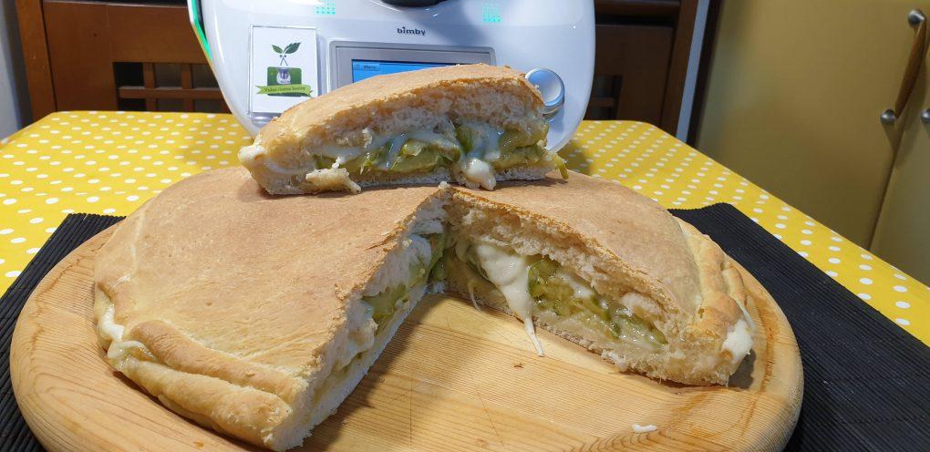 Focaccia ripiena con zucchine